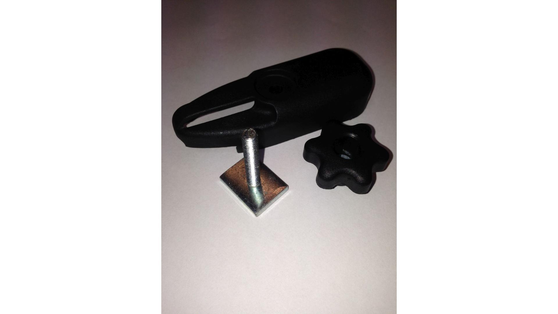 """Taurus """"T""""  adaptér pre strešné boxy na hliníkové nosníky"""